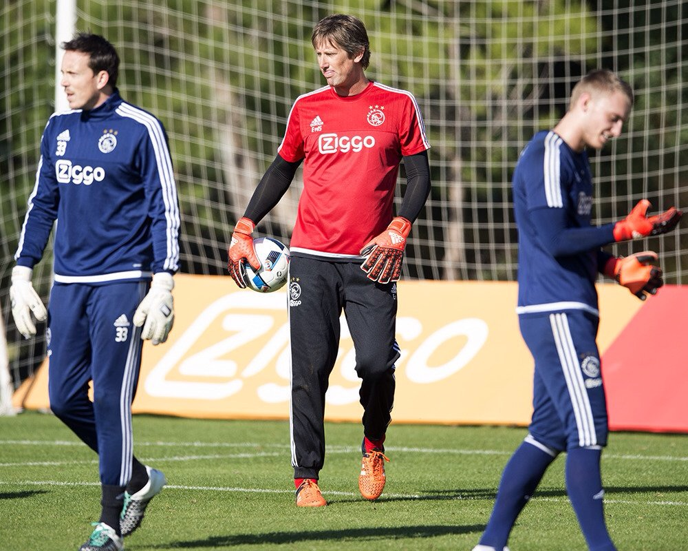 Van der Sar Comes Out Of Retirement At 45, To Play For VV Noordwijk
