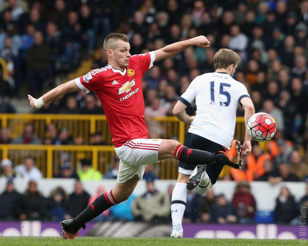 Tottenham Hammer Man United, Cut Leicester's EPL Lead