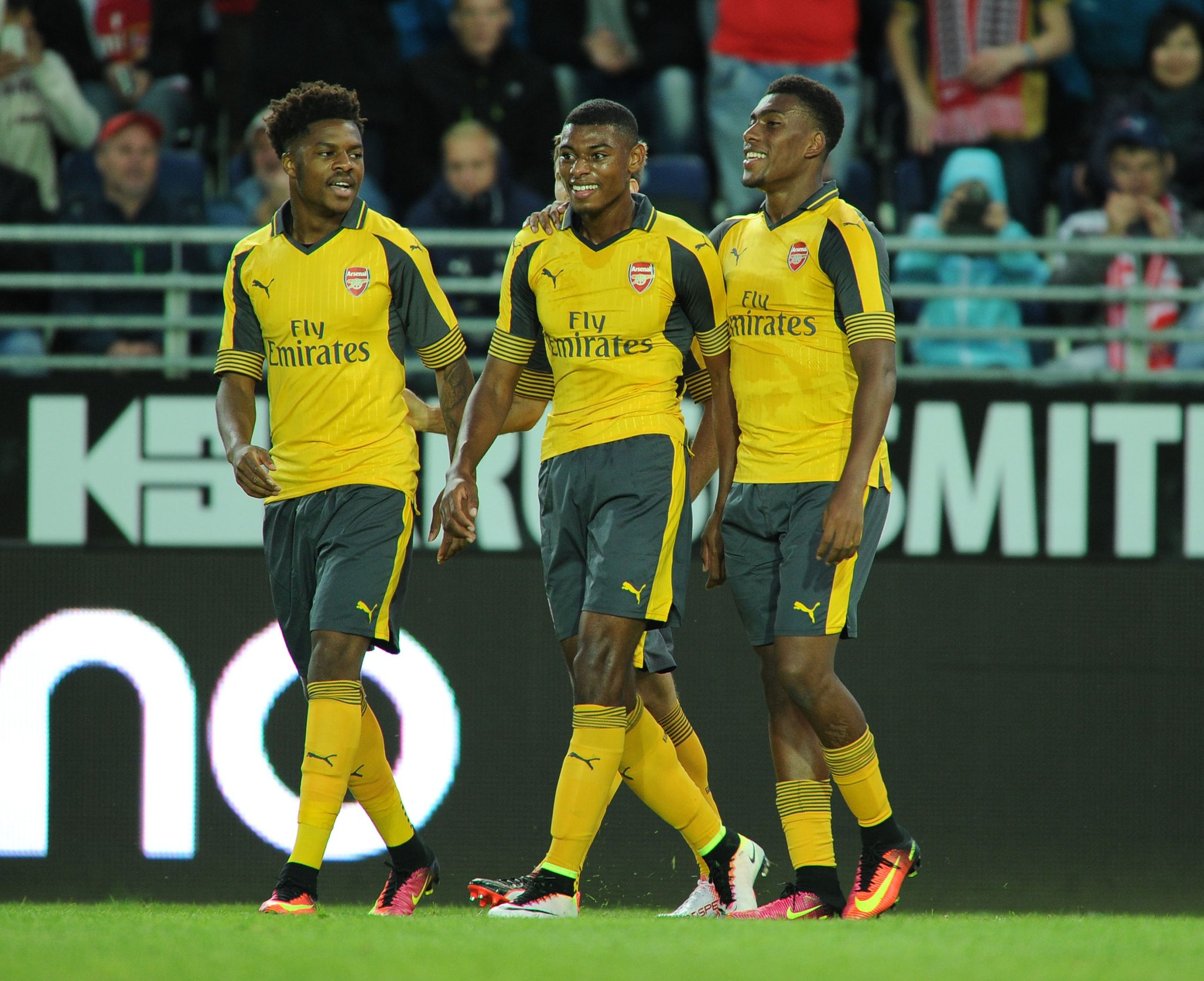 Wenger Tips In-Form Akpom For First Team Arsenal Stay