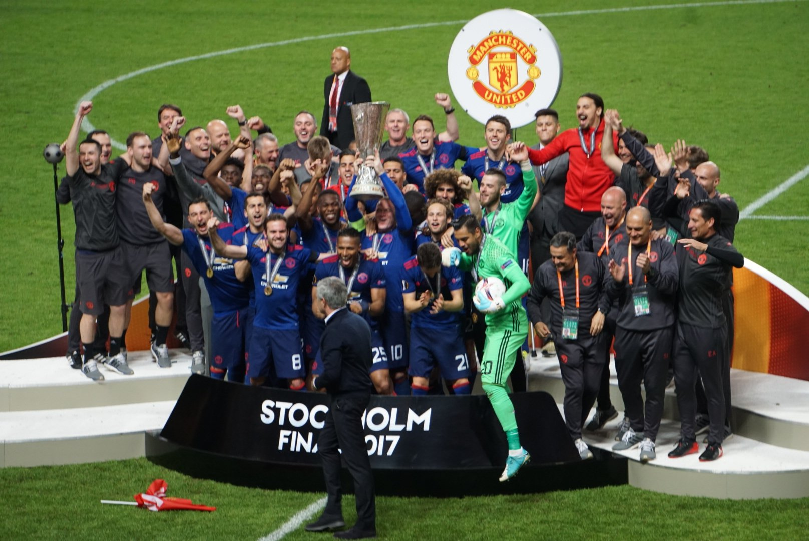 Manchester united defeated ajax 2 - 0 in the final of the 2016/2017 europa league to emerge winners and claim a spot