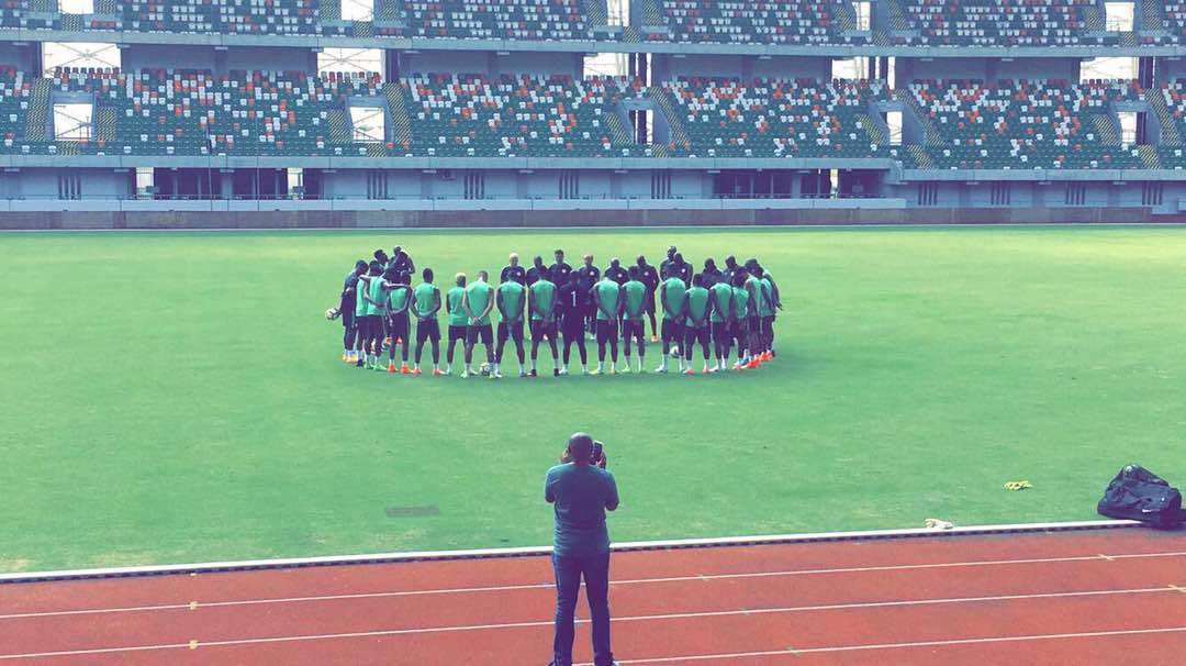 Super Eagles Observe One Minute Silence For Late Keshi In Training