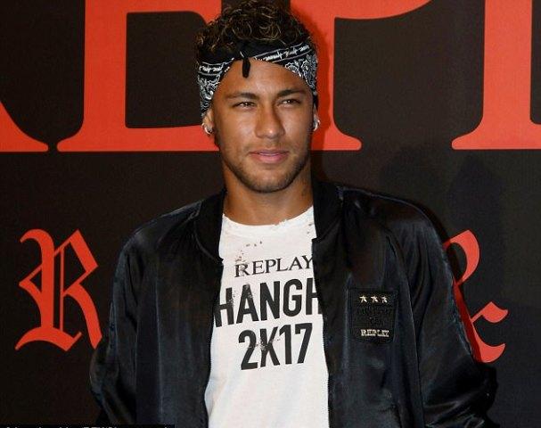 Neymar Heads Back To Spain From Dubai As PSG Move Draws Near