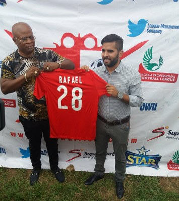 Abia Warriors Officially Unveil Everton As New Manager
