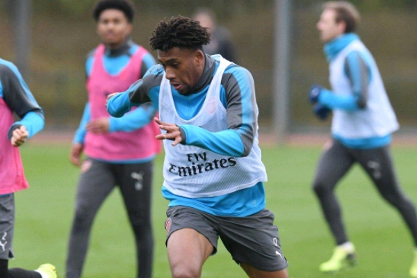 Arsenal Legend Wright Wants Iwobi To Join Aubameyang In Gunners' Attack