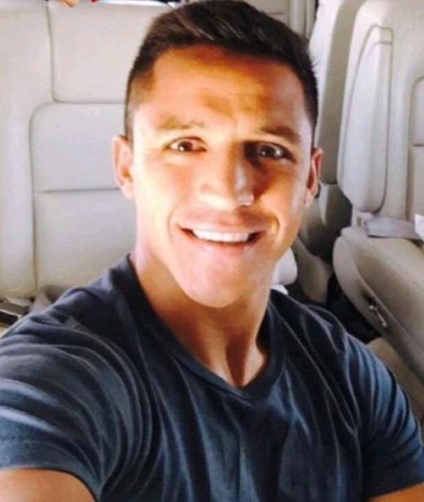 Sanchez Lands In Manchester, Set For United Medical