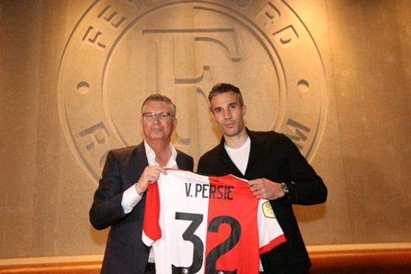 Van Persie Completes Feyenoord Return After 14 Years