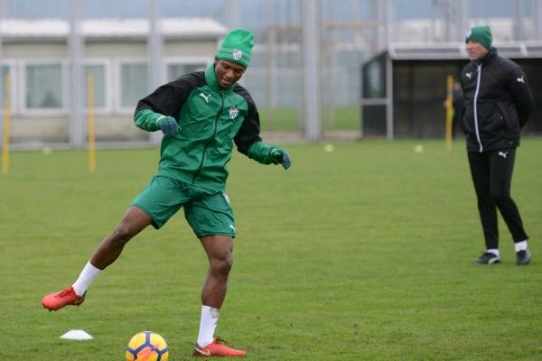 Abdullahi Takes Part In First Bursaspor Training, Set For Saturday Debut