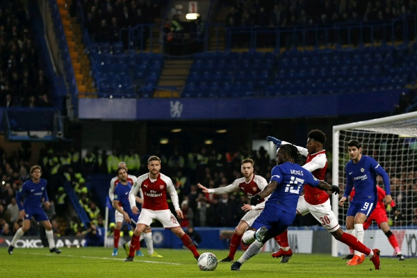 Carabao Cup Semi-Final Moses Iwobi Miss Chances Wilshere Injured As Arsenal Hold Chelsea