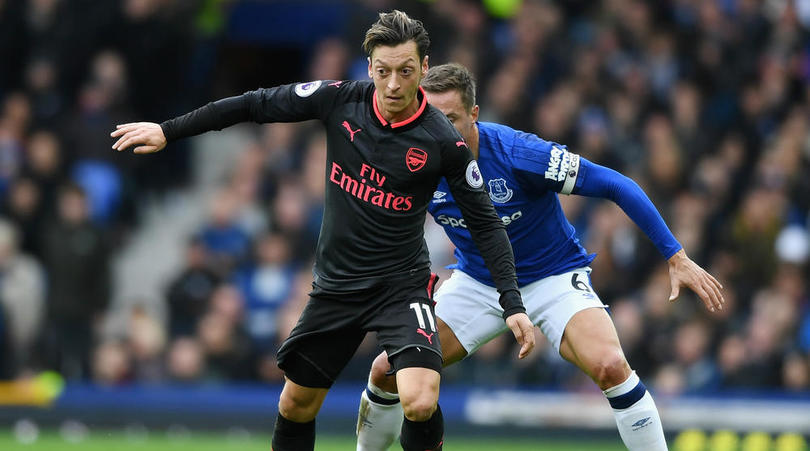 Is Arsenal's Mesut Ozil desperate to sign for Manchester United?
