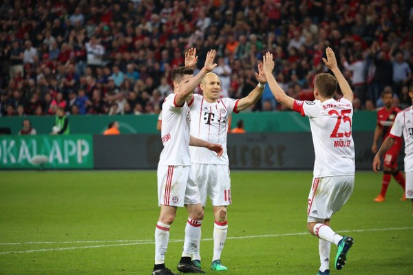 Muller nets hat-trick as Bayern ease through to Cup final