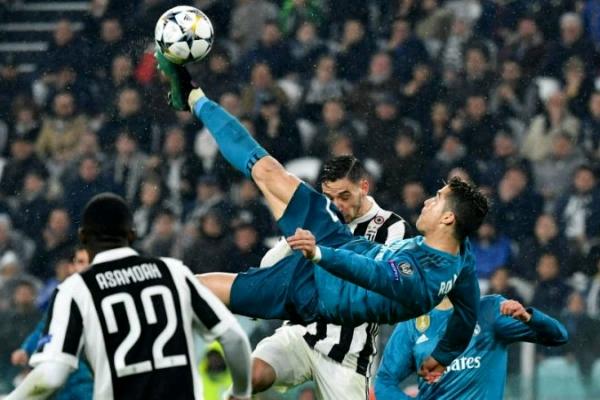 Ronaldo Bags 2018  UEFA Goal Of The Season  Award