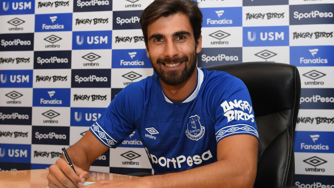 Gomes Closing In On Everton Debut