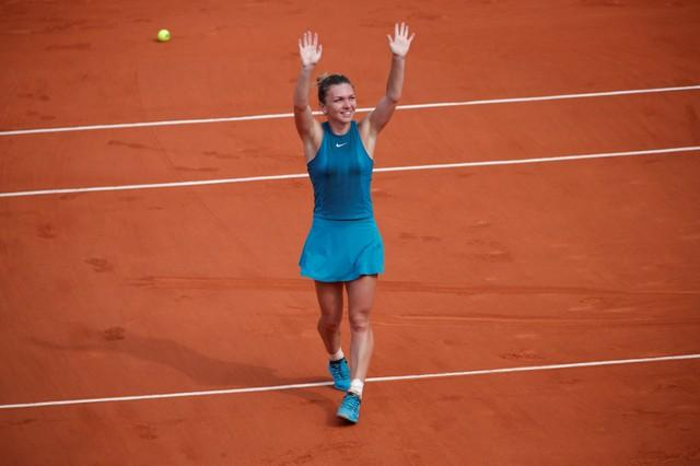 Halep Plans To Go It Alone